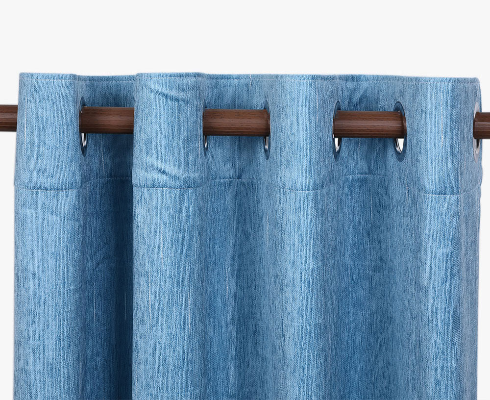 Is it better to choose cotton, linen, silk or chenille for the curtain material?